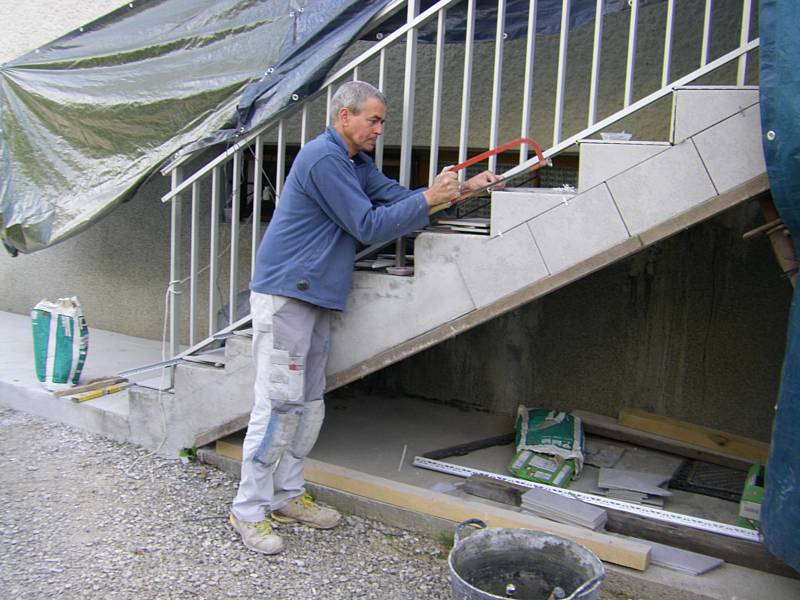 Fa ade de commerce batiment professionnel et profession for Pose carrelage sur escalier
