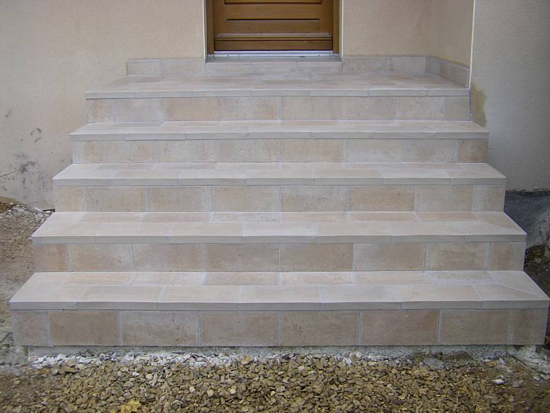 Fa ade de commerce batiment professionnel et profession for Carrelage exterieur escalier