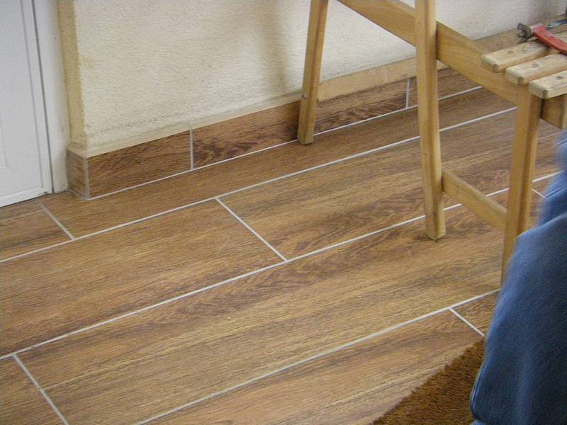 Pose carrelage imitation parquet joint for Poser joint carrelage
